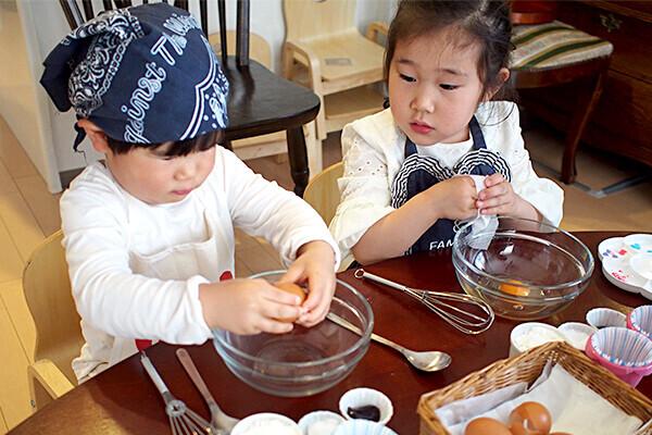 2歳児でも失敗しない!  子どもが一人で作れる「カップケーキ」のレシピ【子どもに料理を教えたい!  Vol.3】