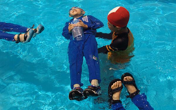 もし溺れたら「浮いて待て」。次に親がすることは?【水の事故から子どもを守る! 第3回】