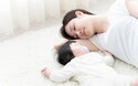 """子どもがうまく寝るために「添い寝と別寝、どっちがいいの?」【ママがラクになる""""赤ちゃんの寝かしつけ"""" 第3回】"""