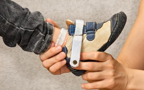 子ども靴のプロに聞いた「正しいはき方・選び方」「サイズの目安」「買い替え時」