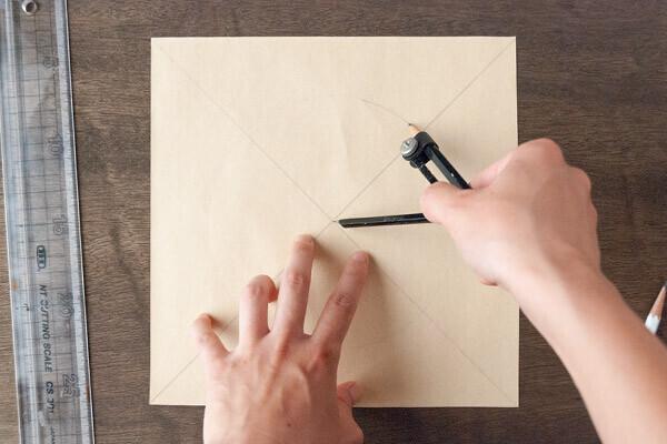 """台風の日の室内遊びに! 家にあるものでできる紙ずもうの作り方【昔ながらが""""今""""楽しい!レトロアートレシピ Vol.13】"""