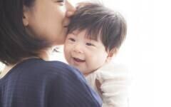「1日5分、タオル1枚」たったこれだけ産後ママのセルフケア【ママの心が軽くなる「助産師さんの子育てヒント」 第3回】