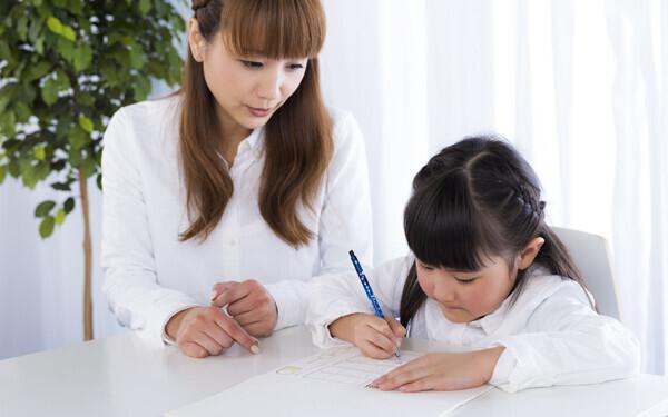 子どもに勉強を教える? 「考える力」を育てたい親の内情