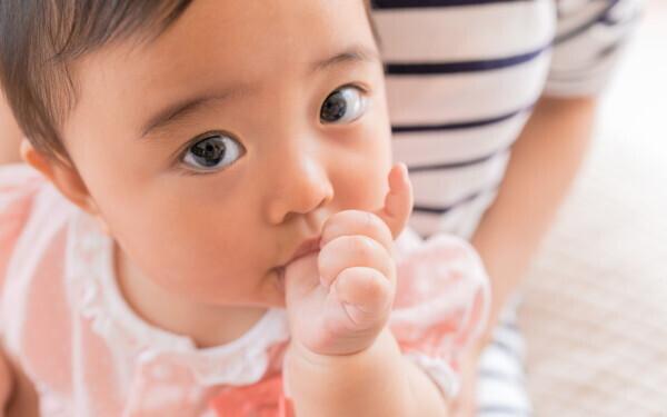 赤ちゃんの目「いつから見えてる? 視力はどうはかる?」【榊原先生、教えて! 子どもの体の不思議 第1回】