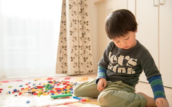 「いつもひとり…」うちの子、大丈夫? 心配なひとり遊び、問題ないひとり遊び