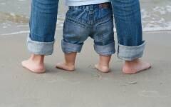 運動が苦手、姿勢が悪い、集中力がない…それって足が原因?【いつから? どうやって? 疑問だらけの子どもの足育 第1回】