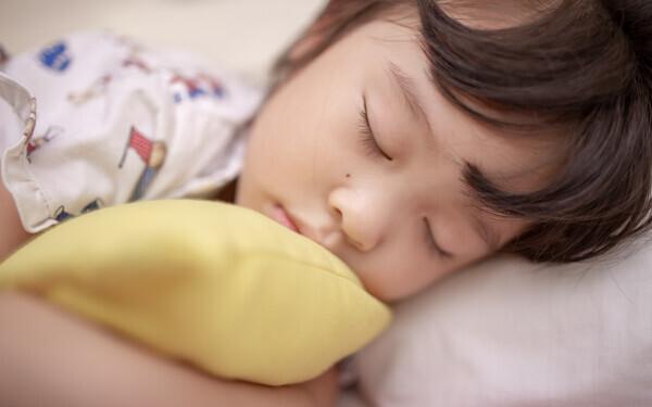 【医師監修】これって夜驚症? 夜中に子どもが大泣きする原因とは