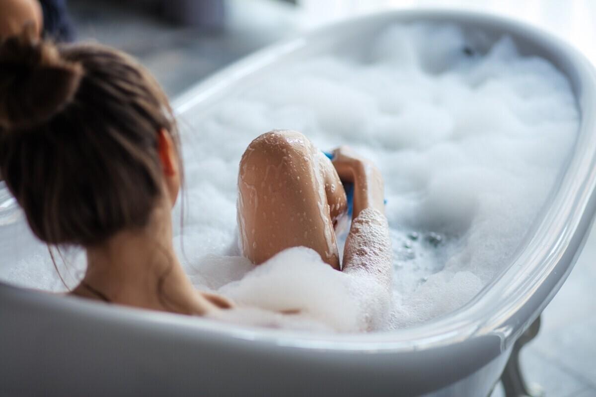 デリケートゾーンを専用コスメで洗うべき、3つの理由って?【初めてのデリケートゾーンケア Vol.1】