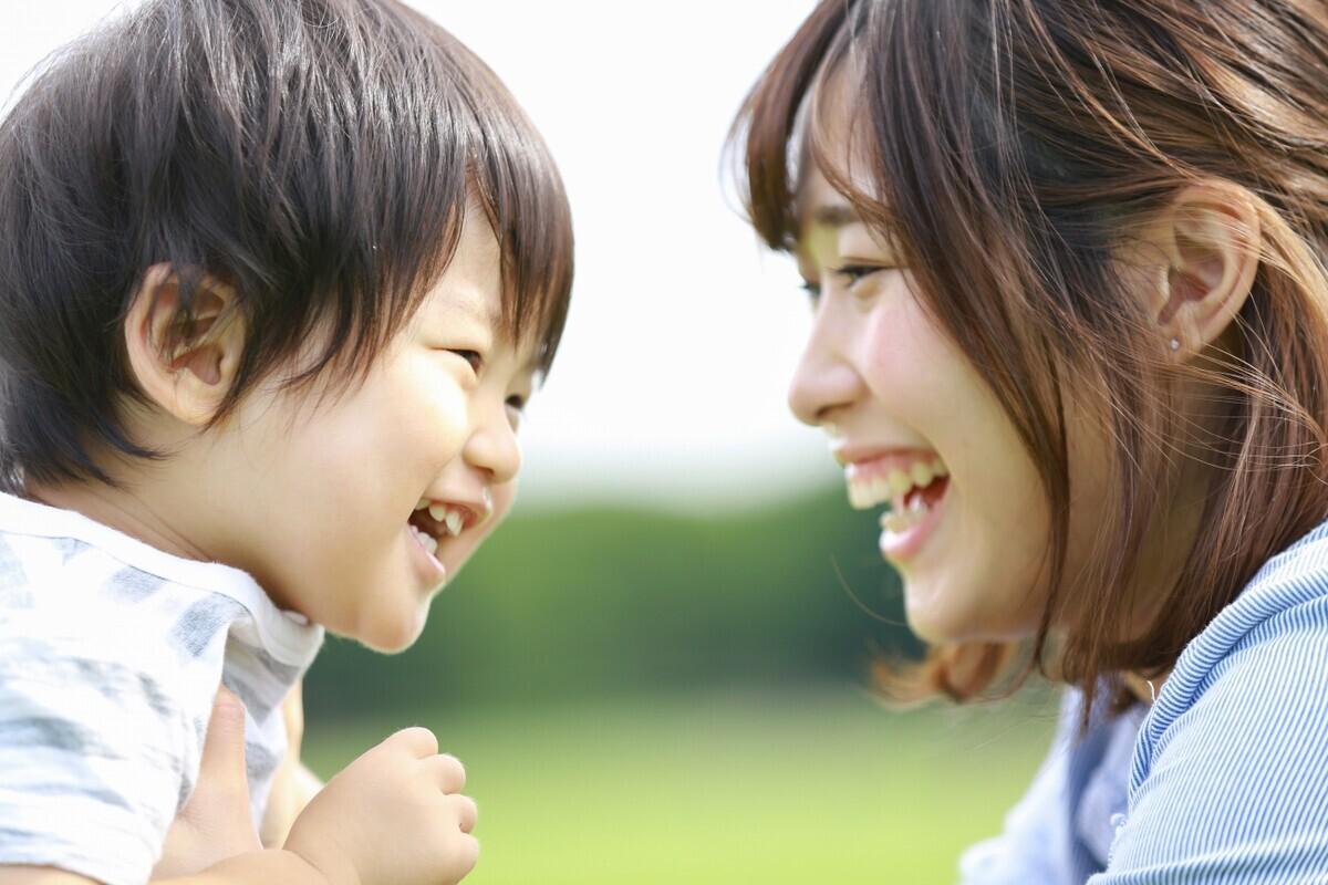 親に愛されすぎた子どもは自信を失う? 自己評価の低い大人たち