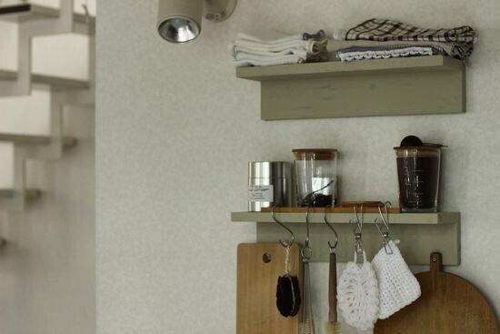 """無印の「壁に付けられる棚」で部屋が見違える! 達人たちの""""ちょい飾""""テク【人気ブロガーの「これがマイベスト」  Vol.14】"""