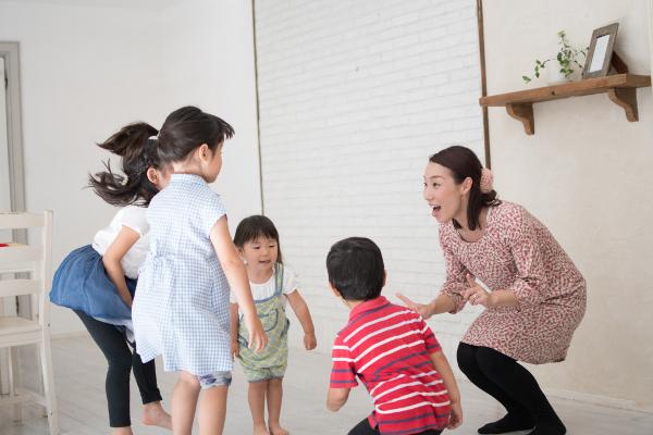 幼児期の英語学習で一番大切なこととは?  専門家に聞いてみた!【モチコの親バカ&ツッコミ育児 第43話】