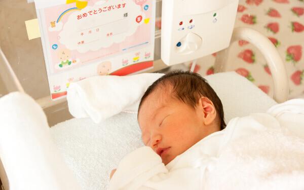 命名「赤ちゃんの名付け」画数、漢字、意味…おさえておくべき4つの重要ポイント