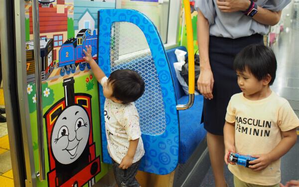 ベビーカー論争に一石を投じる! 都営大江戸線「子育て応援スペース」その舞台裏と運行状況は?