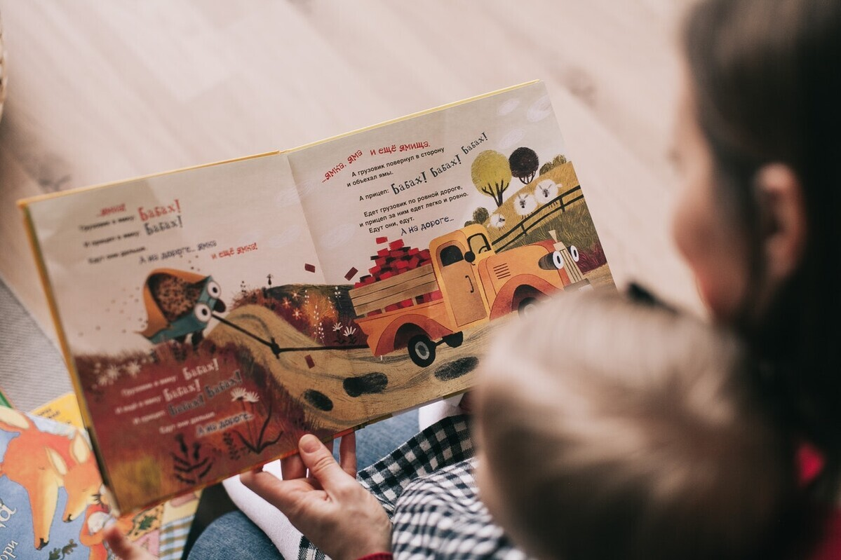 0歳での絵本読み聞かせは必要? タイミングと絵本の選び方を紹介