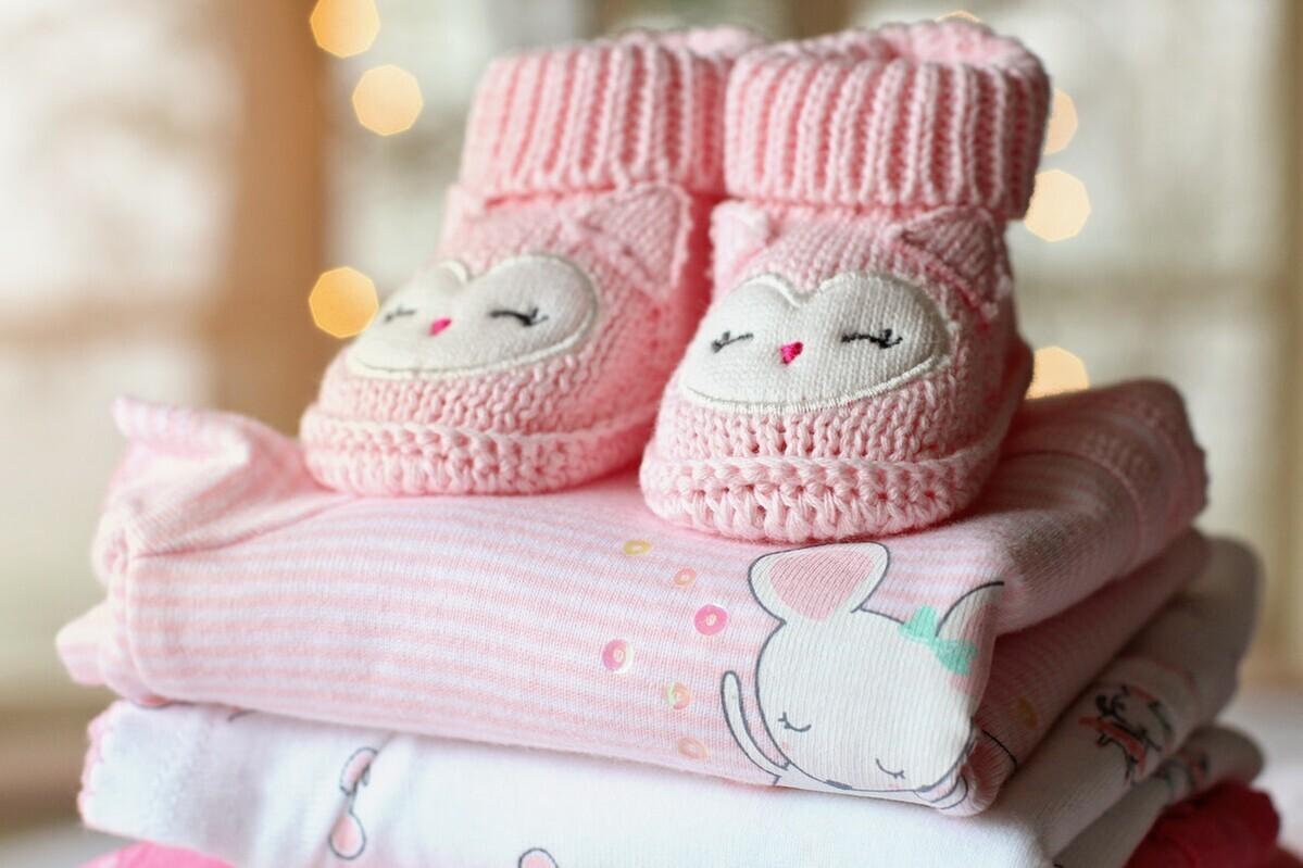 赤ちゃん服のサイズの目安とは?サイズアップのタイミングと選び方も