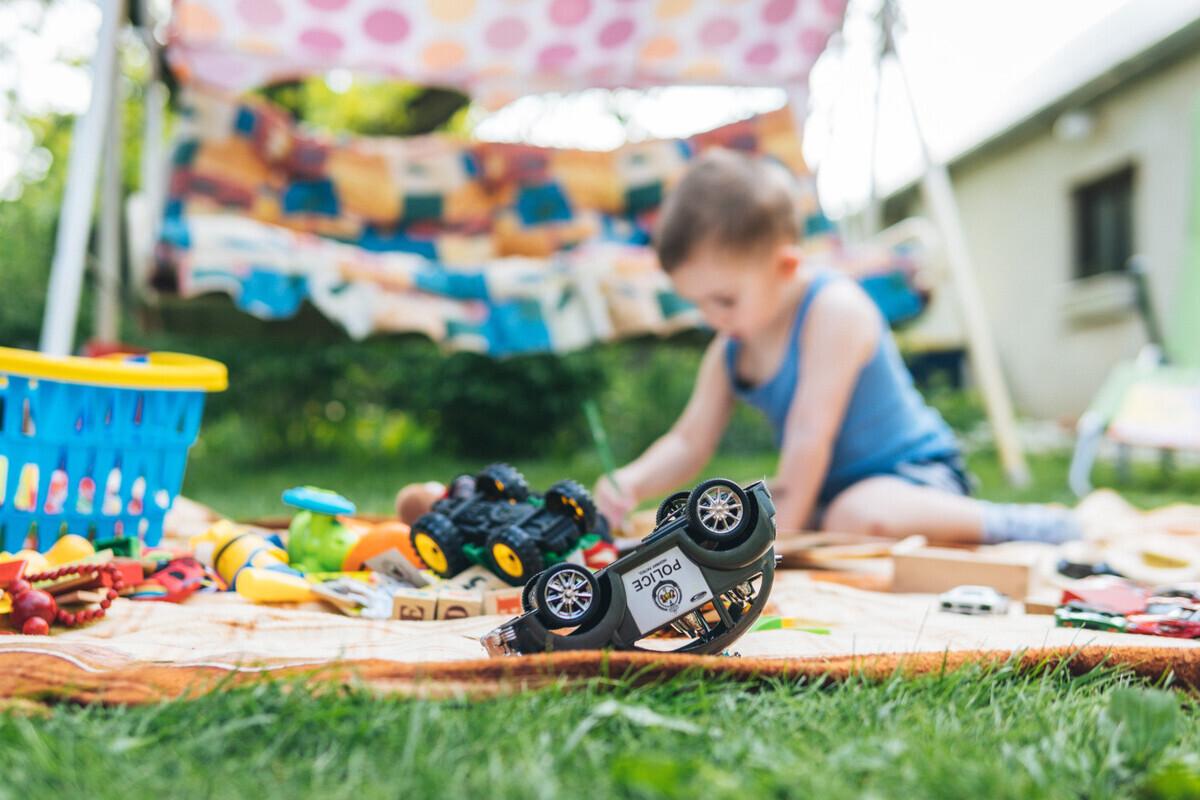 ハンドル型のおもちゃにくぎ付け! 楽しく遊べるおすすめのアイテムを紹介