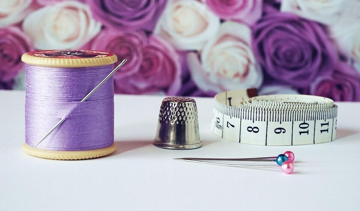【授乳ストラップの使い方】100均で手作りする方法やおすすめ商品も!
