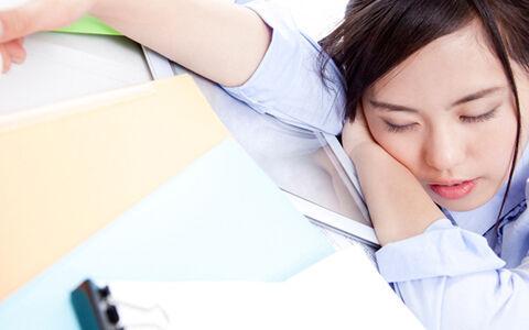 働く女性と睡魔の果てなき闘い…居眠り以上の失敗談&眠気を蹴散らすスゴ技集