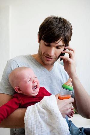 「子供を抱っこする男性」の画像検索結果