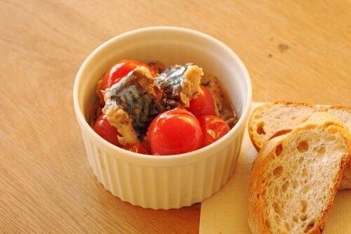"""自宅が""""おしゃれバル""""になる! 温めるだけでできる「サバとトマトのオイル煮」"""