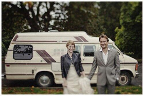 【画像あり】世界を旅しながら55回の結婚式を挙げたカップルが話題 その実現秘話を花嫁に直撃!