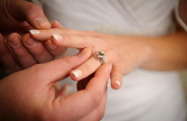 結婚会見で世間をイラつかせている藤原紀香、夢中でがんばる君にエールを!