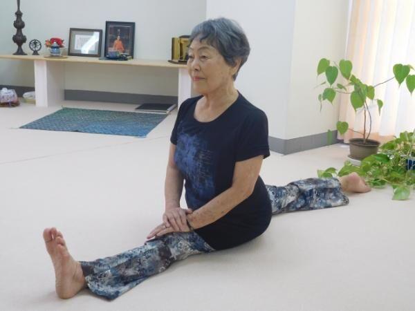 """91歳のヨーガ講師・角田照子さんに聞く 女性が""""おひとり様""""でも幸せでいるために必要なこと"""