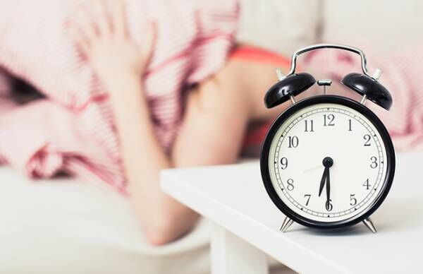 アラームは起床の20分前に、大音量はNG! 脳が疲れない目覚め方