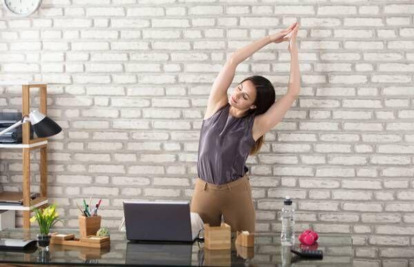 夏の代謝ダウンを改善する「ツボ押しヨガ」3つ【鍼灸師が教える】