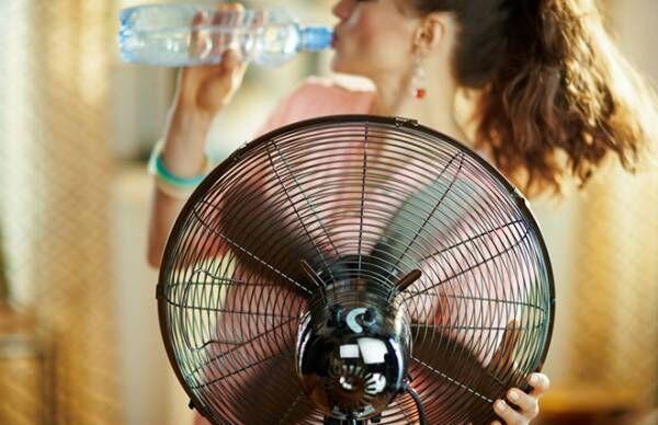 暑いのに足とおなかが冷たい…「夏の冷え」の原因と対策【臨床内科専門医に聞く】
