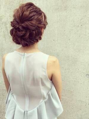髪をきれいにまとめた女性