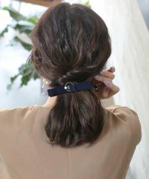 髪をきれいにセットしている女性