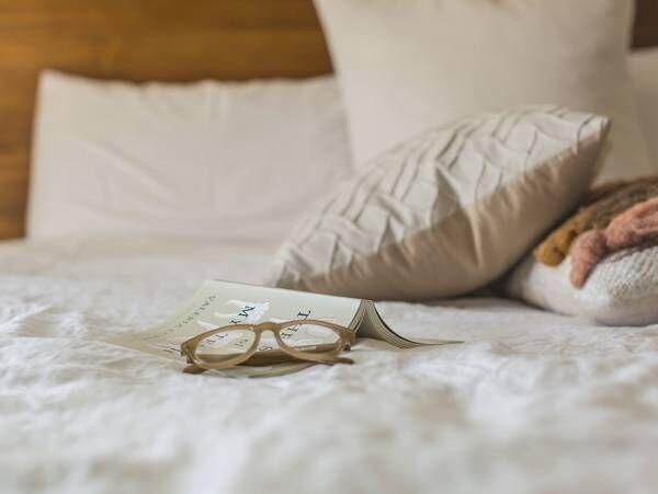 """明日のきれいを左右する!寝る前の""""5分""""にすべき7つの美容習慣とは?"""