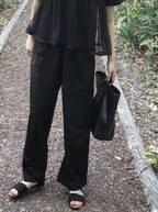 夏だけど黒が着たい!オールブラックコーデが重くならない4つのテク