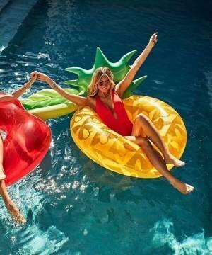 パイナップルの浮き輪