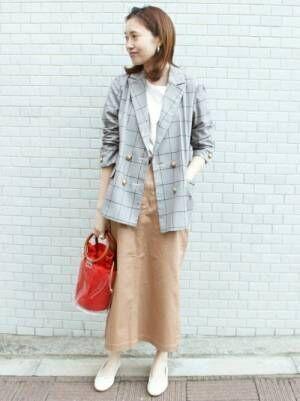テーラードジャケットとスカートの春コーデ