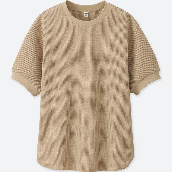 ユニクロのベージュのワッフルクルーネックTシャツ(5分袖)