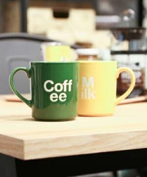 緑のマグカップと黄色のマグカップ