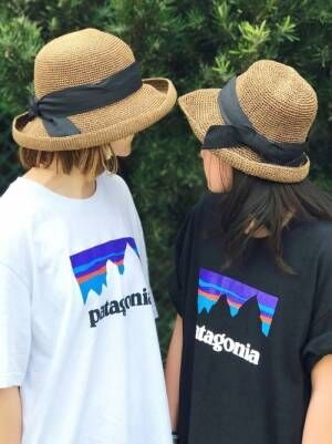 パタゴニアのTシャツを着た女性と少女