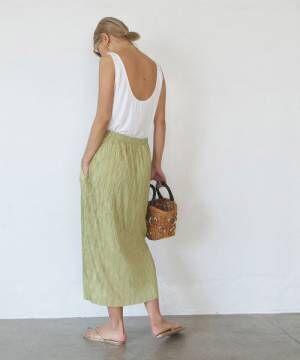 グリーンのスカートコーデ
