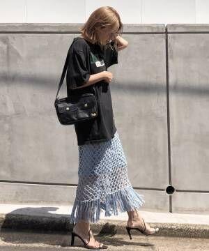 水色の編みスカート
