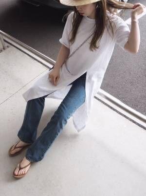 白のロンTを着る女性
