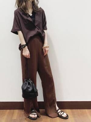 半袖シャツとパンツのオールブラウンコーデ