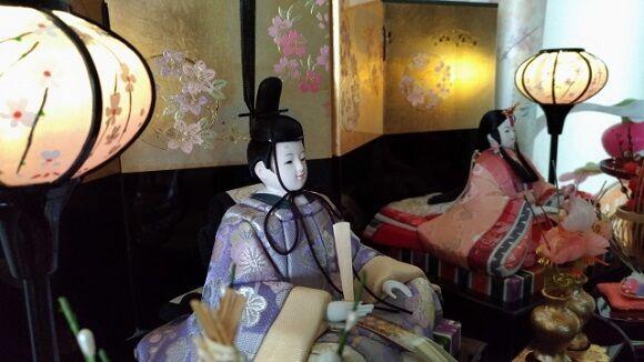 ひな人形を飾って、お部屋に春の息吹を