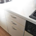 【容器も汚れない】キッチンの調味料は「しまう」収納がポイント