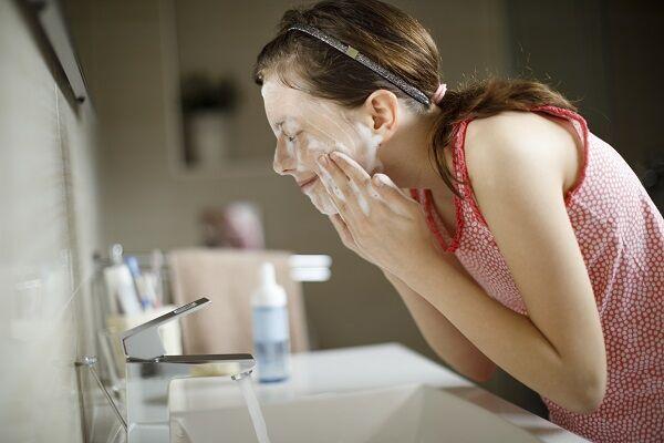 ニキビが悪化する洗顔って? 美容担当が解説「絶対に注意したいNGニキビケア」